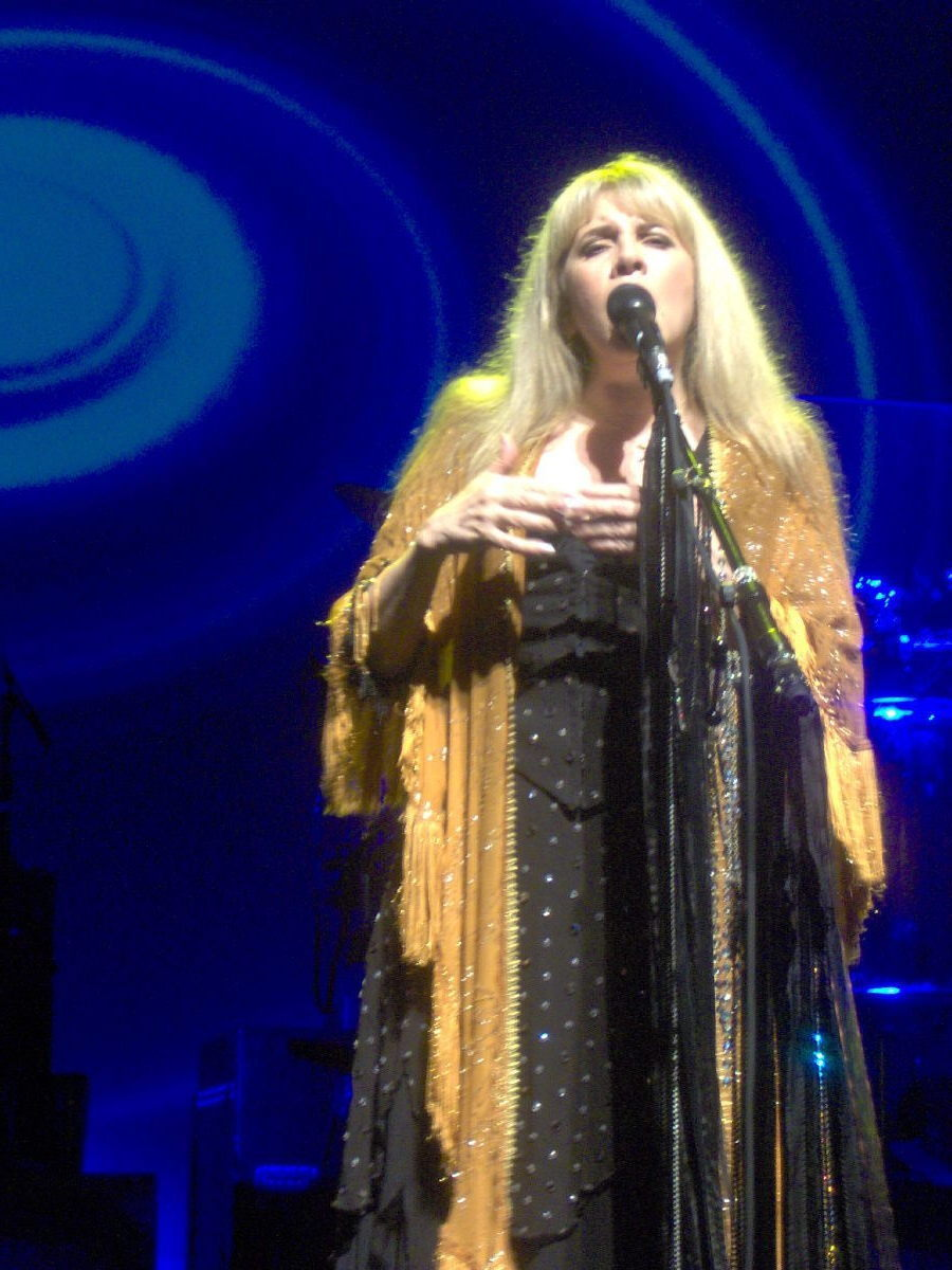 Muses on stevie nicks and her gold dust woman persona craig recently i listened to a live version of her signature song gold dust woman and was blown away by the rawness of the performance at the songs coda hexwebz Images